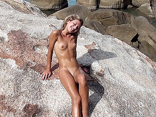 401dd98c9bwmvczk They fucked on the rocks