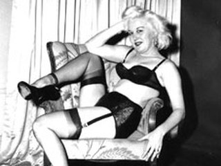 7324238a31wlt p Merilin Monroe looking fem does sexy poses