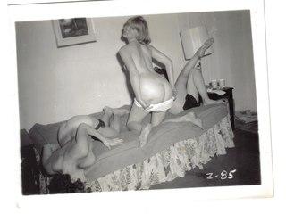 b2bfd5068dkkt p Ebony chick masturbates before the mirror in retro pics