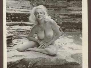 bb1b72d117vor p Vintage ladies getting hot sun bathes without any cloths